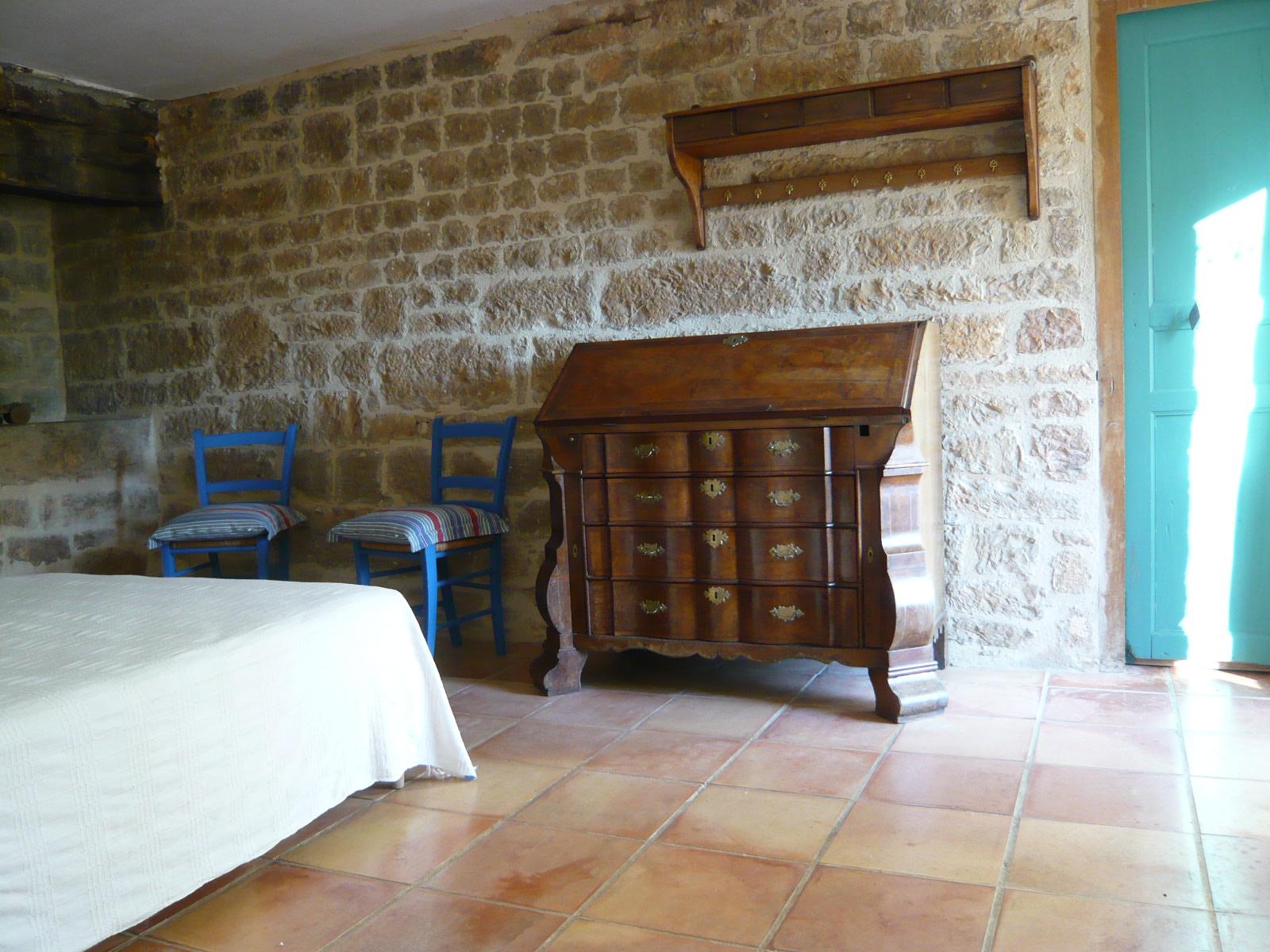 Chambre lit double rez-de-chaussée