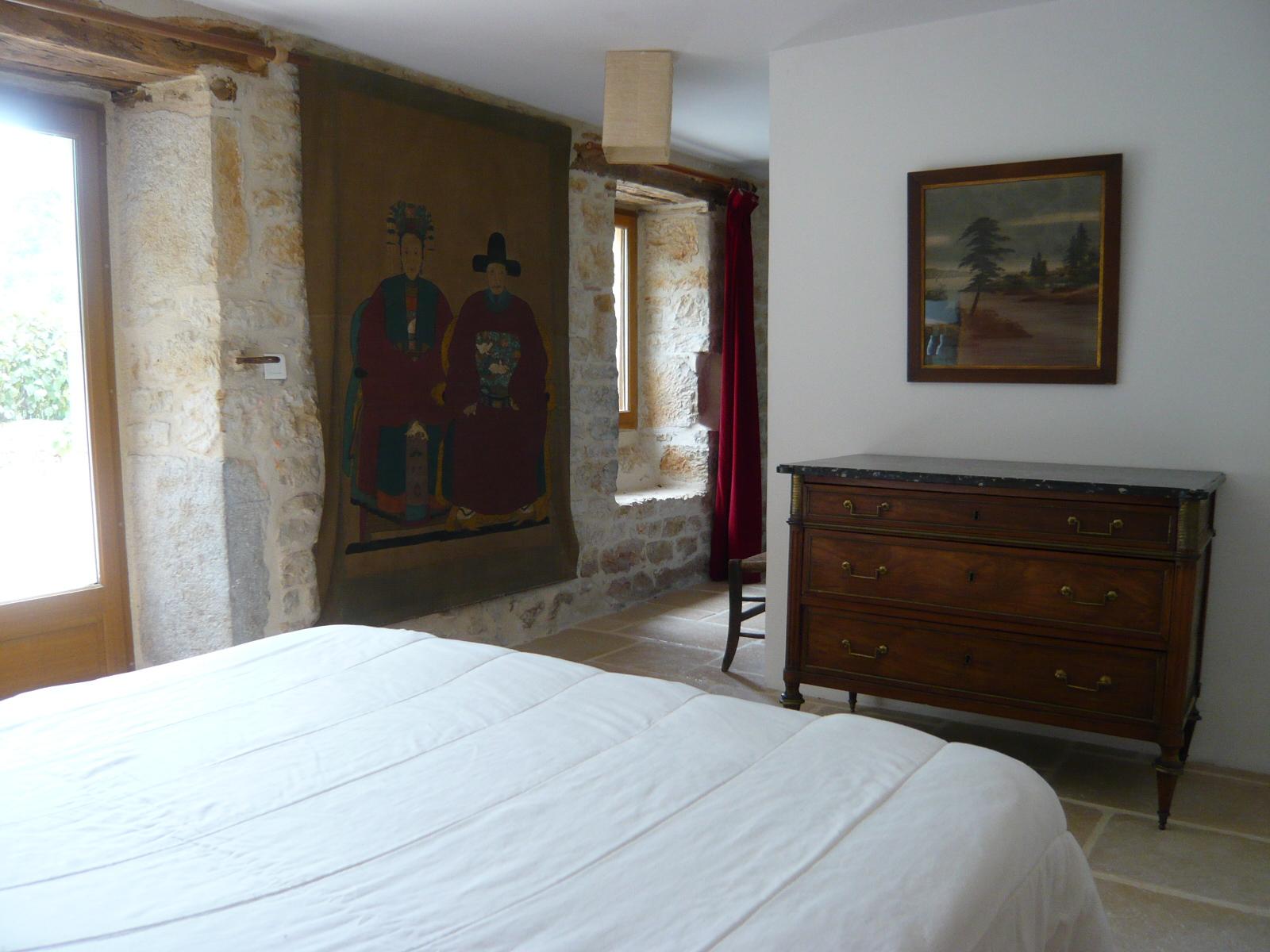 Chambre lit double rez-de-jardin